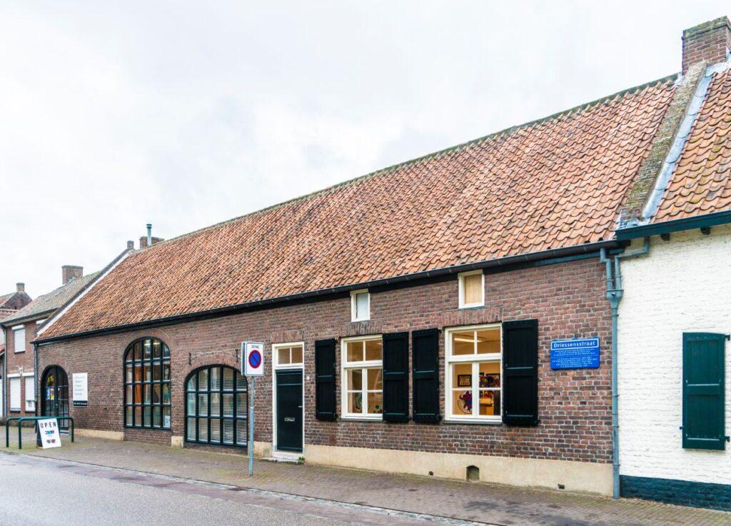 Voorgevel van Atelier27 -Driessenstraat 27 in Neeritter